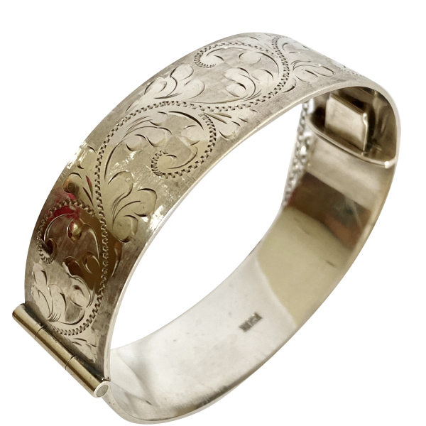 Heavy silver bangle, Antique silver, jewellery, collectables & more. Greystones Antiques, Co. Wicklow, Ireland. 20km south of Dublin.