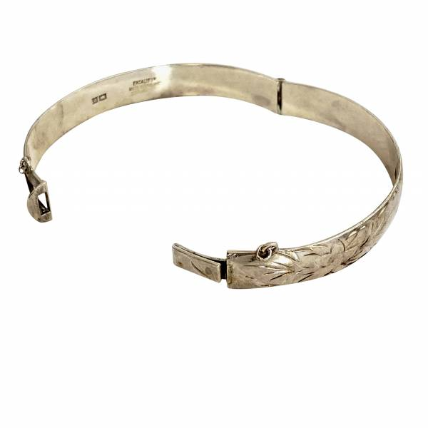 silver bangle, Antique silver, jewellery, collectables & more. Greystones Antiques, Co. Wicklow, Ireland. 20km south of Dublin.